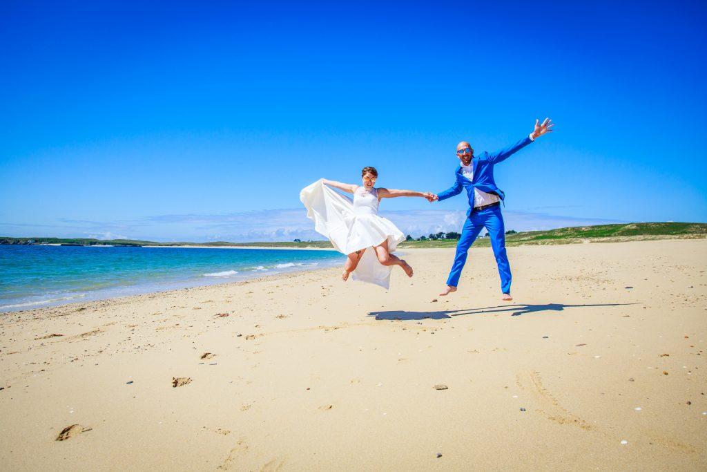 mariage sur une plage déserte